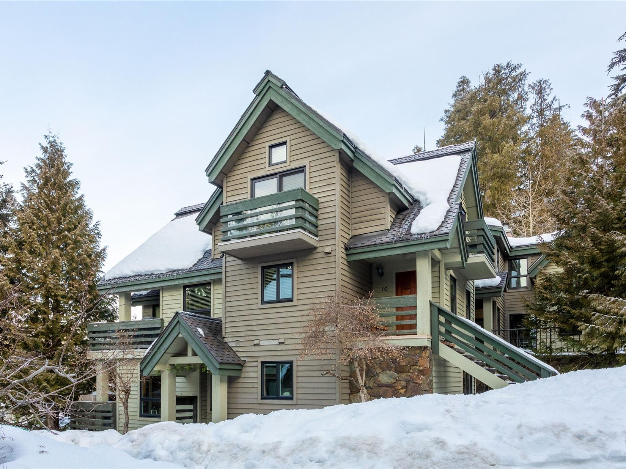 10-4645 Blackcomb Way image 1