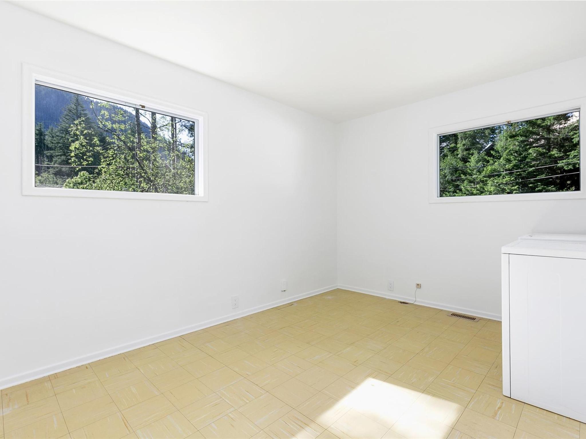 1360 Fernwood Drive image 15