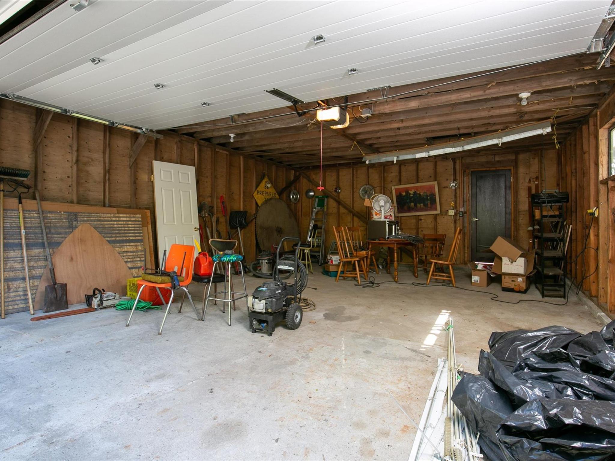 1360 Fernwood Drive image 28